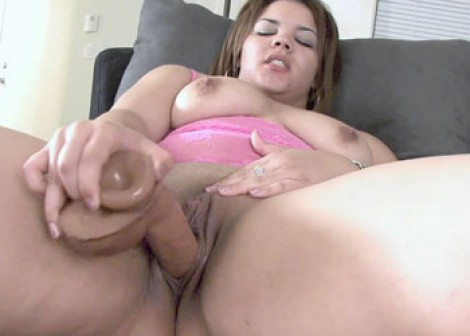 Latina plumper Paige fucks her dong
