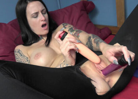 Brooke rips her leggings to do some toys